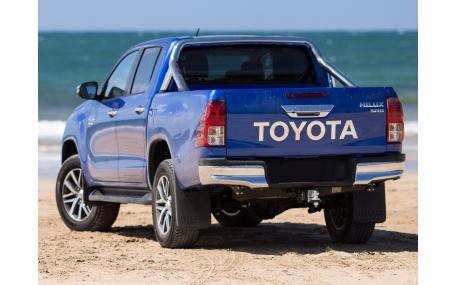 Бампер задний Toyota Hilux
