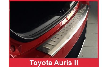 Накладка на задний бампер Toyota Auris