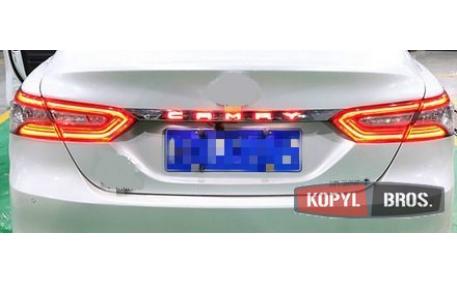 Диодная вставка между фонарями Toyota Camry V70