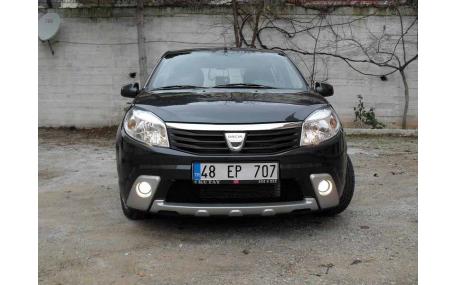 Накладка передняя Renault Sandero