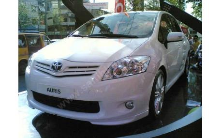 Накладка передняя Toyota Auris