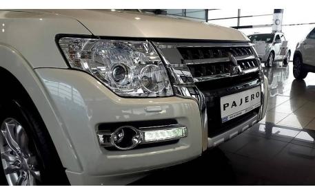 Бампер передний Mitsubishi Pajero Wagon 4